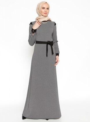 Yaka Süslemeli Elbise - Siyah - Vivezza