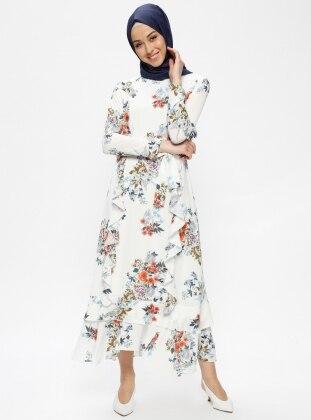 20d01b7f297b5 Volan Detaylı Çiçek Desenli Elbise - Beyaz - Beha Tesettür