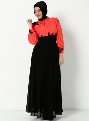 Yakasi Dantelli İşlemeli Uzun Şifon Elbise - Siyah Mercan - Modaysa
