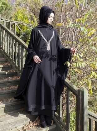 Ferace - Siyah-Gümüş Kolye Aksesuarlı Arzu Ergen