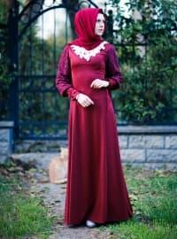 Yakası Dantelli Bağcıklı Elbise- Bordo - İzotantik