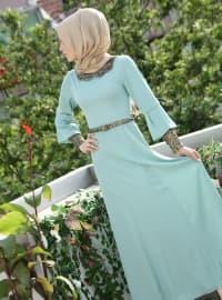 Kolları Ve Yakası Pullu Elbise- Su Yeşili - İzotantik