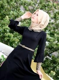 Kolları Ve Yakası Pullu Elbise- Siyah - İzotantik
