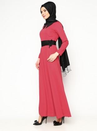 Sivri Yaka Elbise - Kırmızı