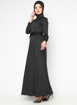 Sivri Yaka Elbise - Siyah