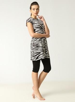 Mayovera Zebra Desenli Yarım Kapalı Mayo - Siyah Beyaz