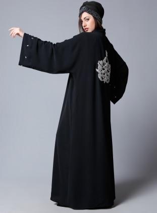 Özel Sırt İşlemeli Abaya - Siyah