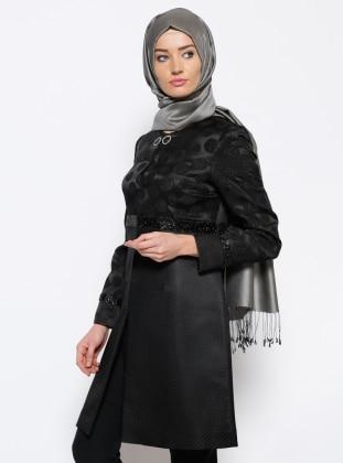 Jakarlı Ceket - Siyah Özne Olmak