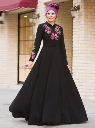 Benefşe Nakışlı Elbise - Siyah