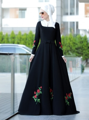Gül Detaylı Elbise - Siyah