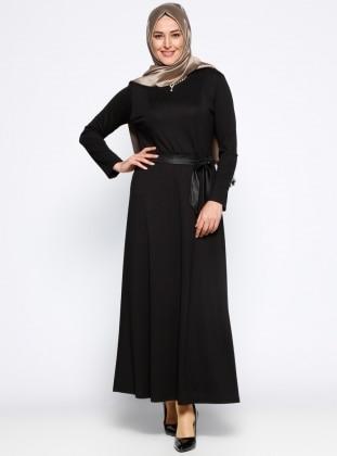 Kolye Detaylı Elbise - Siyah