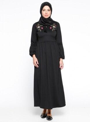 Nakış İşlemeli Elbise - Siyah