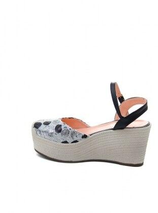 Dolgu Topuk Ayakkabı - Desenli Ayakkabı Havuzu