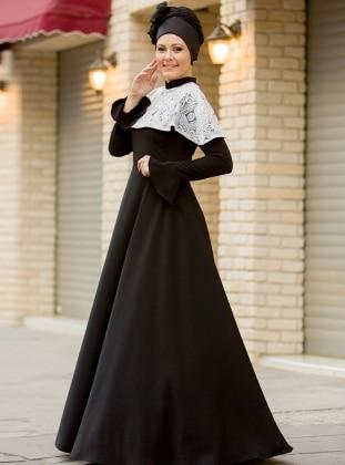 Pelerin Dantelli Elbise - Siyah