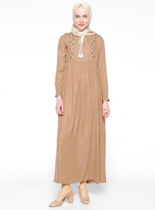 Nakış Detaylı Elbise - Camel