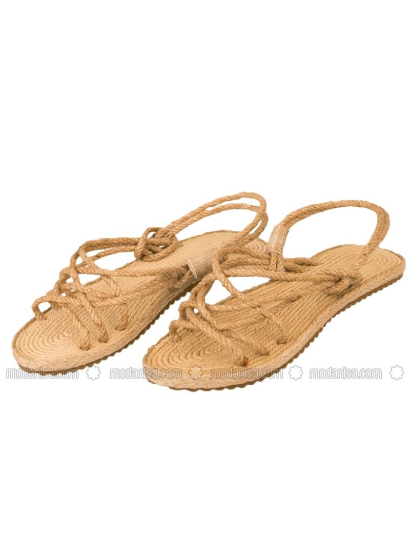 Sandalet ile tayt mı