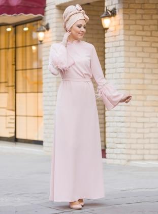 Gizem Kış İnci ve Tüy Detaylı Elbise - Pudra