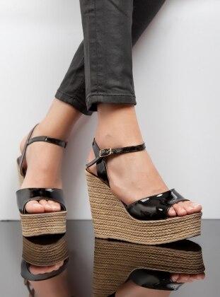 Dolgu Topuk Ayakkabı - Siyah Ayakkabı Havuzu
