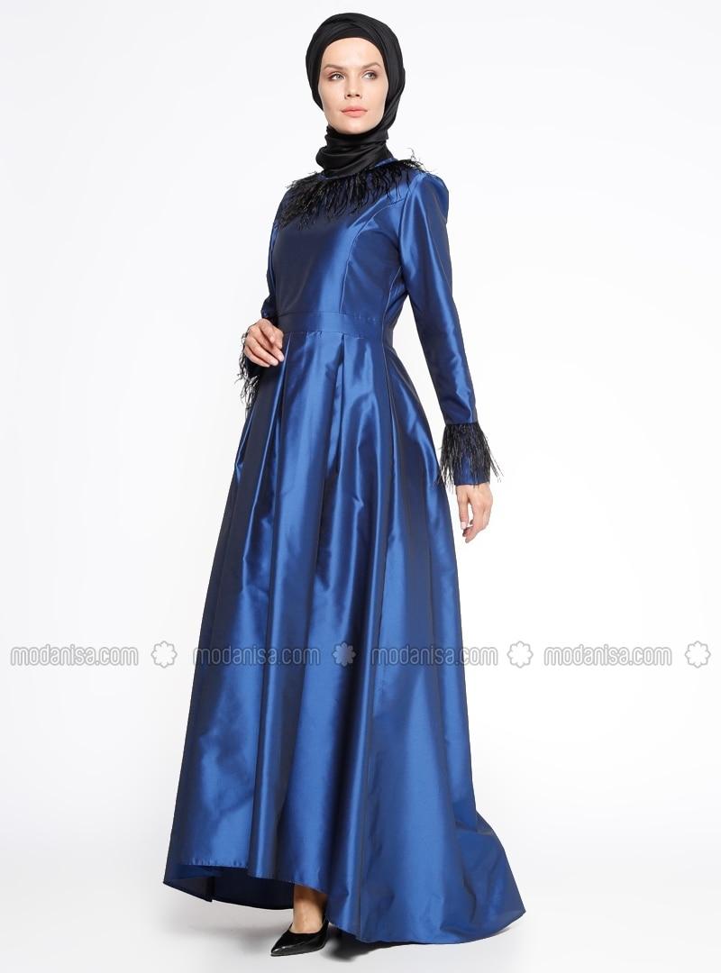 1575d2d96da05 Biz de sizler için Modanisa'nın kataloğundan pileli saks mavi bir abiye  elbise seçtik.