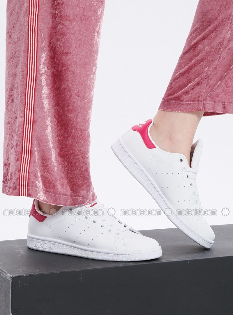 huge selection of 95af3 49526 White - Pink - Sport - Shoes - Stan Smith