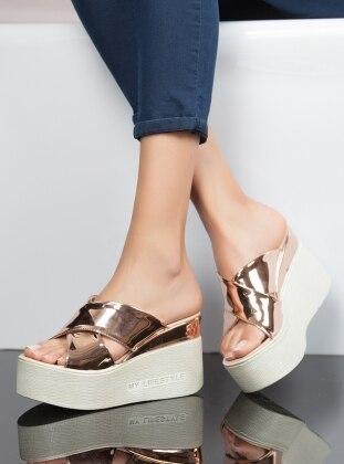 Dolgu Topuk Terlik - Rose Ayakkabı Havuzu