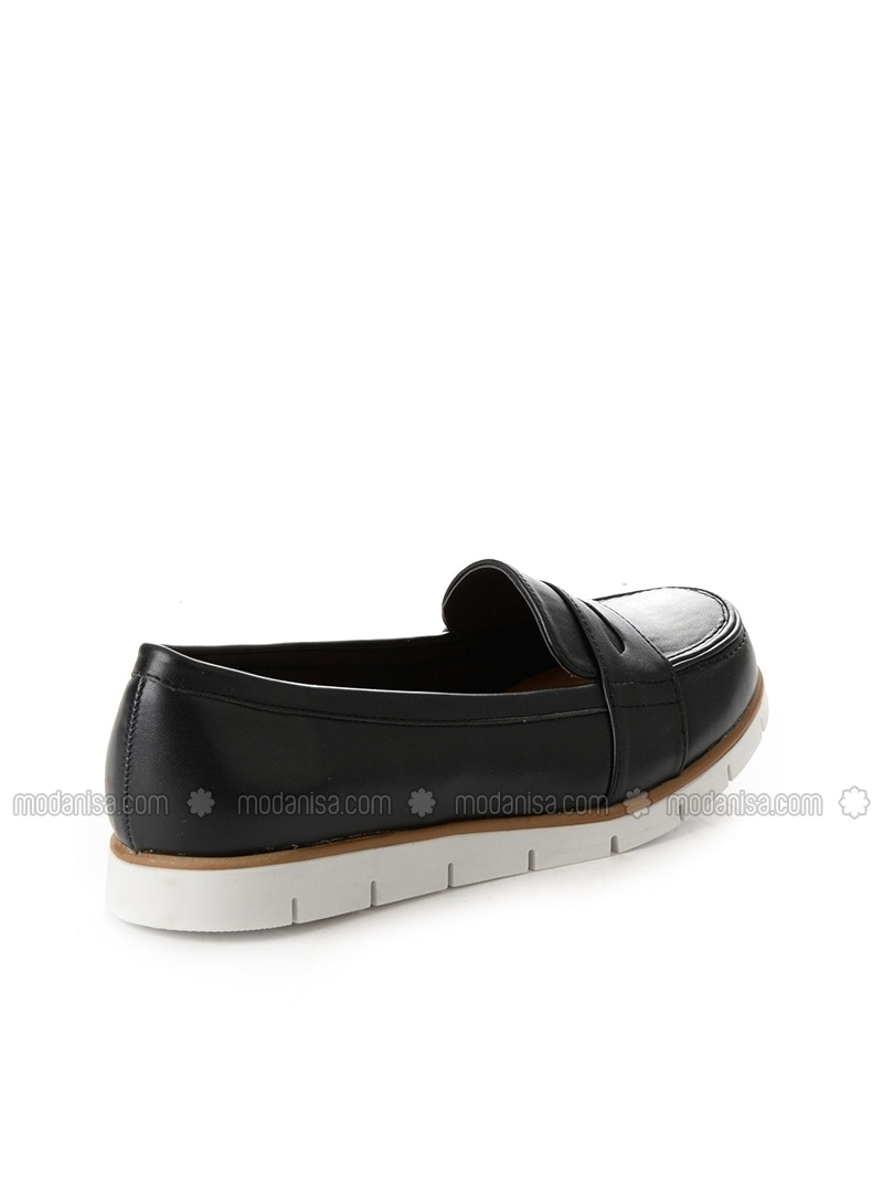 black flat casual shoes