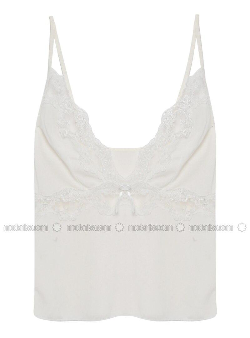 White - Ecru - Short Set