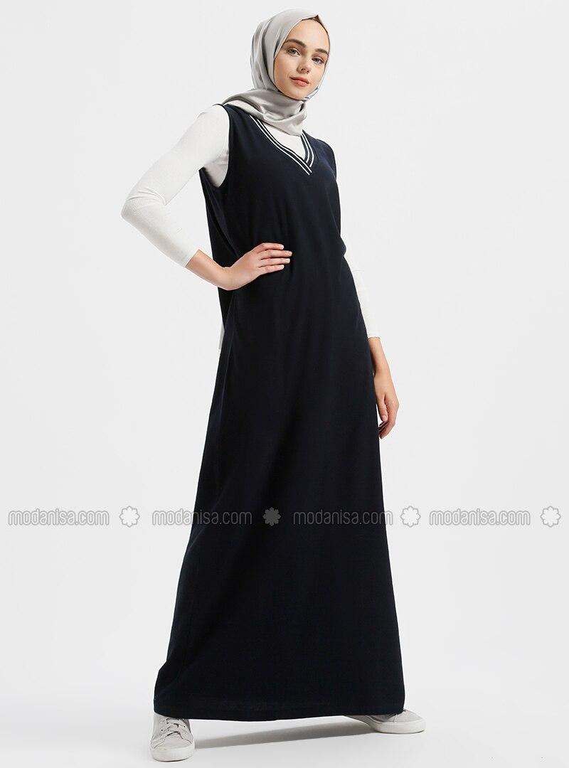 bcdee64d81d81 Doğal Kumaşlı Kolsuz V Yaka Elbise - Lacivert