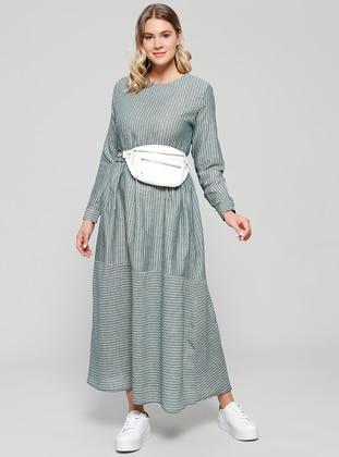 Doğal Kumaşlı Cep Detaylı Elbise - Zümrüt - Alia Ürün Resmi