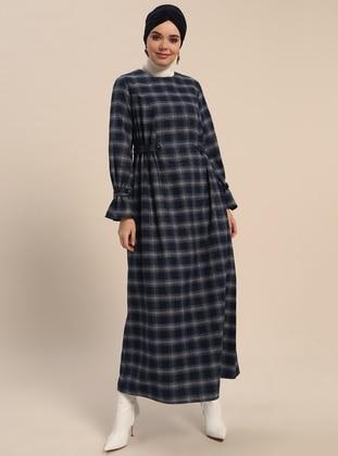 95390529f43a5 Ekose Tesettür Elbise Modelleri - Modanisa.com
