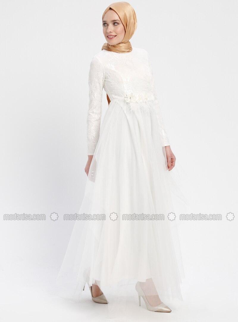 c741ccda85b05 Tül Detaylı Payetli Abiye Elbise - Beyaz