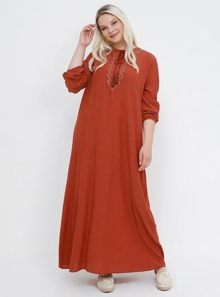 0d6eaf756f109 Doğal Kumaşlı Nakış Detaylı Elbise - Kiremit