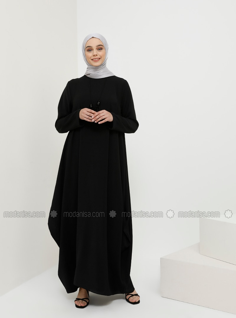 Baggy Dress with Necklace - Black