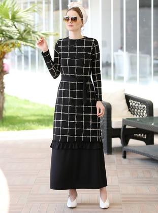 693f1fddf7b70 Black - Stripe - Crew neck - Unlined - Dress