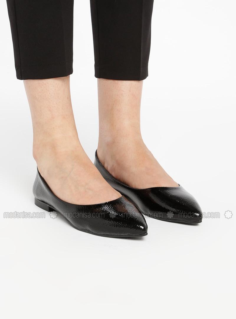 pretty black flat shoes