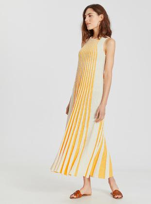 6a651813604ae LC WAIKIKI Tesettür Elbise Modelleri ve Fiyatları - Modanisa.com