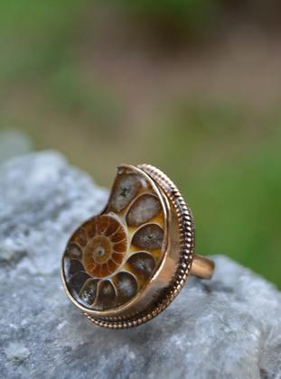 - Ring