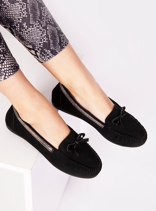Black - Flat - Sports Shoes