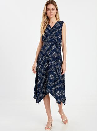 21aacd0100935 LC WAIKIKI Tesettür Elbise Modelleri ve Fiyatları - Modanisa.com