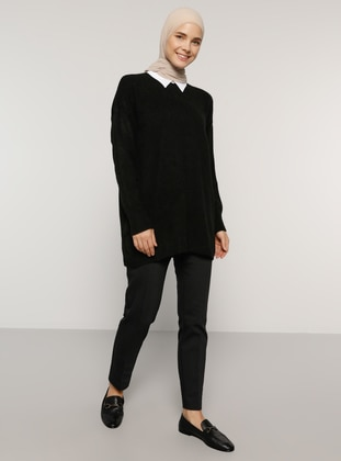 Black - Point Collar - Acrylic - Tunic