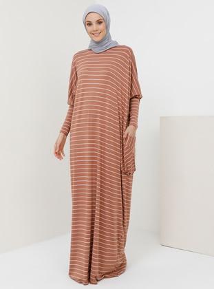 694053e6285 Tesettür Büyük Beden Elbise Modelleri - Modanisa.com