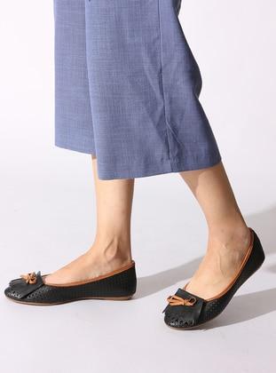 Black - Tan - Flat - Flat Shoes