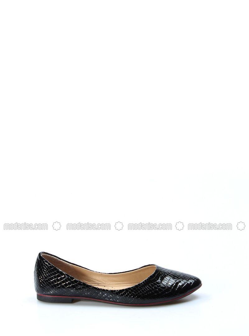 Black - Flat - Sandal