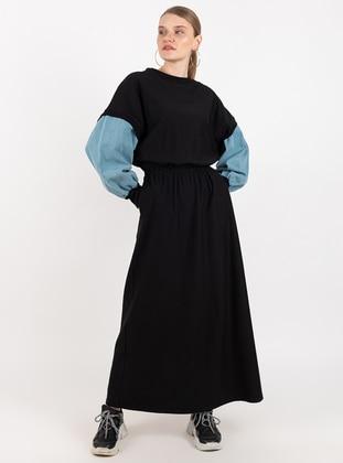 - Crew neck - Black - Dress