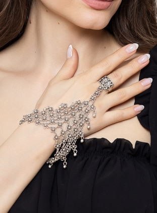 Silver tone - Hand Chain - Zeydor Accessories