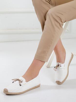 White - Shoes - Ayakkabı Frekansı